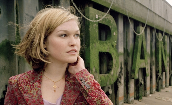 Julia Stiles Face image